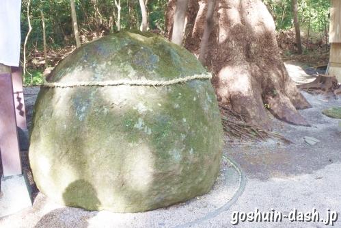 花の窟神社(三重県熊野市)丸石